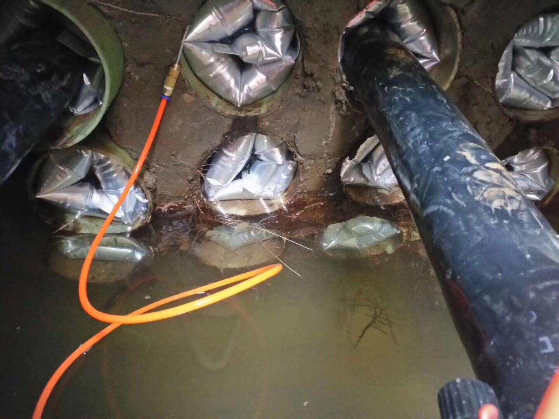 充气式电缆管道防水封堵装置